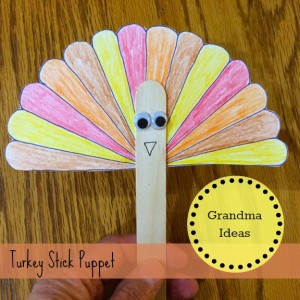 Here is a free printable for this easy-to-make turkey stick puppet. Kids will love making this on Thanksgiving Day.