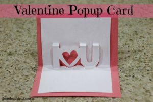 Make this easy, fun popup Valentine card. GrandmaIdeas.com