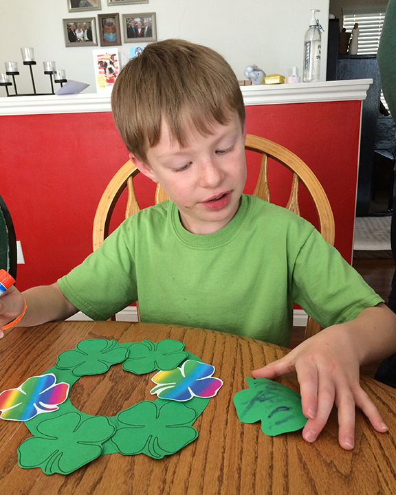 This St. Patrick's Day Wreath is really easy for kids to make -- and it takes little preparation on Mom's part1