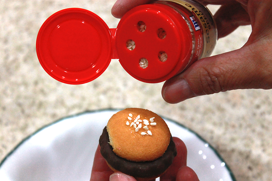 Make these hamburger cookies in a matter of minutes. Click to learn how to make them.