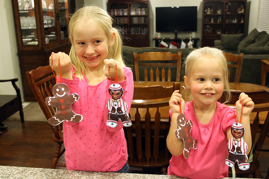 Free printable to make this super easy gingerbread Christmas ornament in mere minutes.
