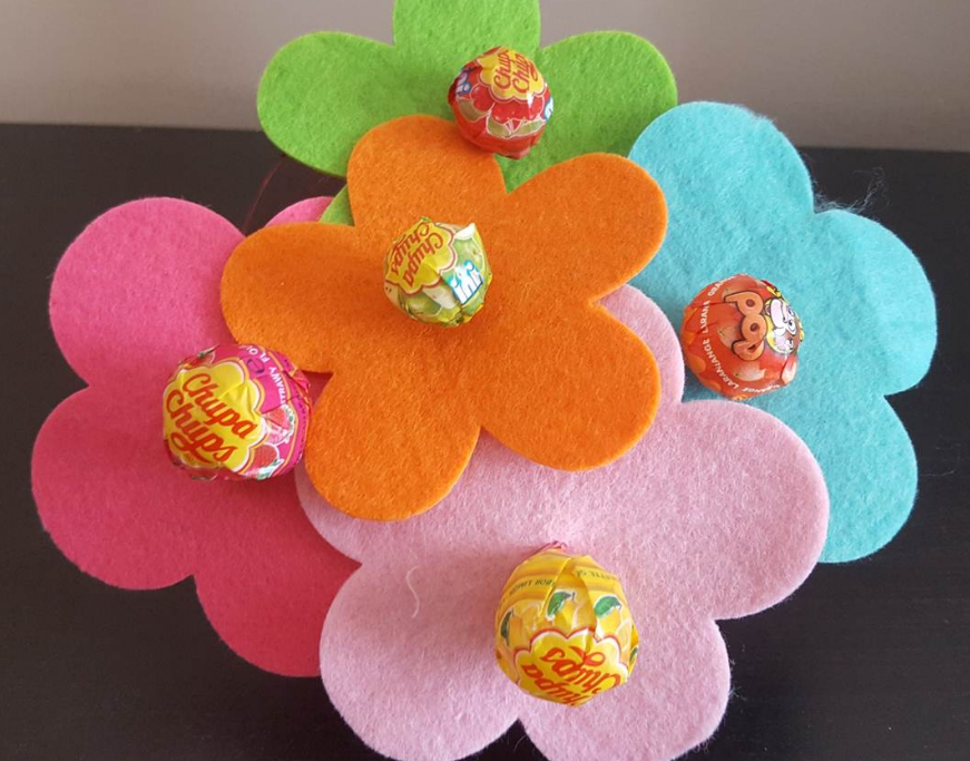 These lollipop flowers were featured at the Party in Your PJs link party.