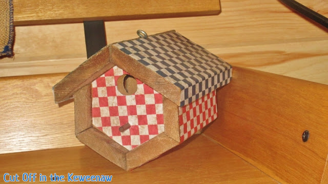 This patriotic bird house was featured at the link party Party in Your PJs.