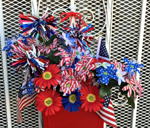 This patriotic mailbox was featured at the Party in Your PJs link party.