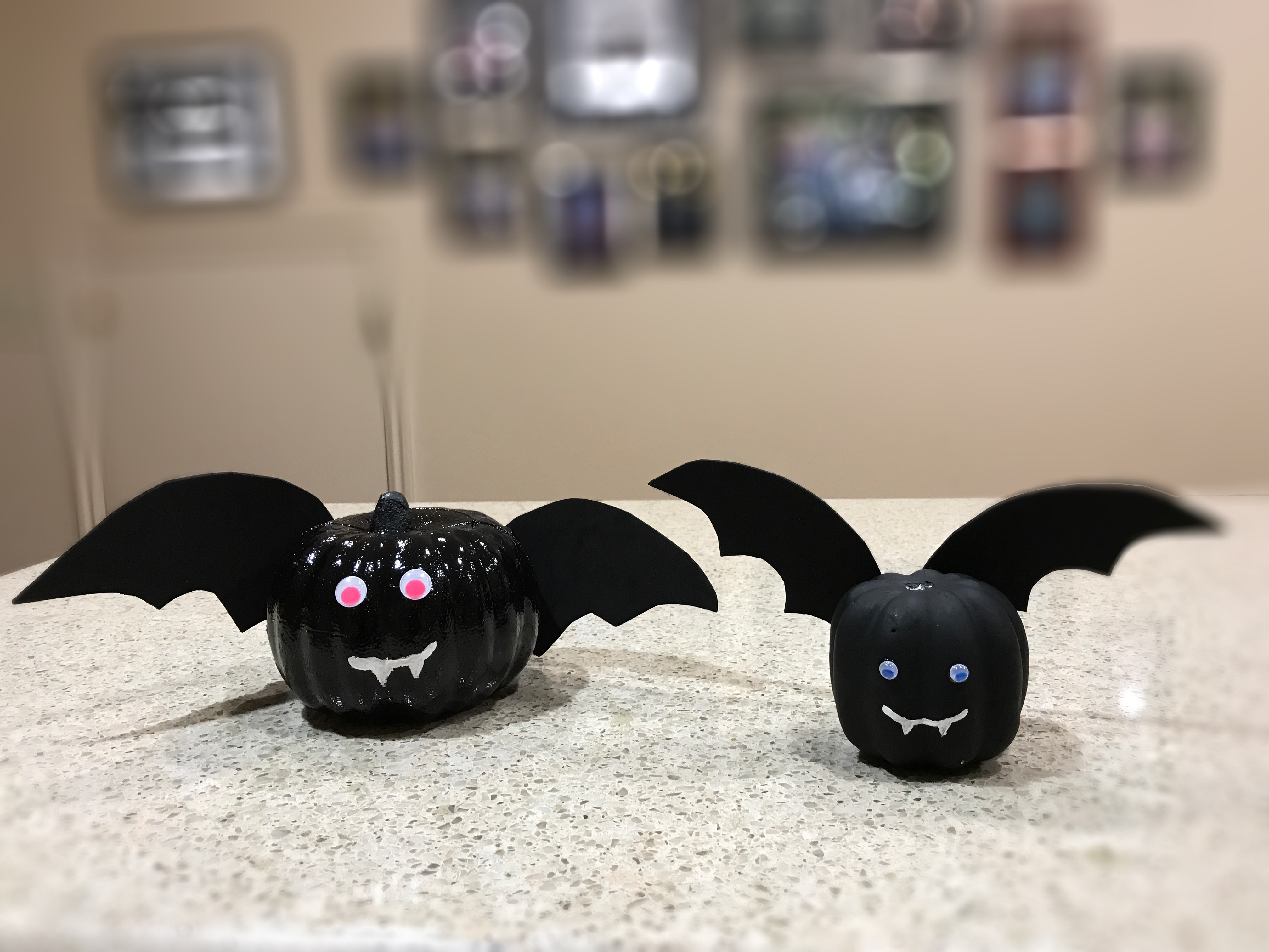Making these bats is the easiest ever Halloween craft!
