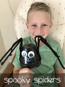 This Halloween spider craft is easy for kids to make.